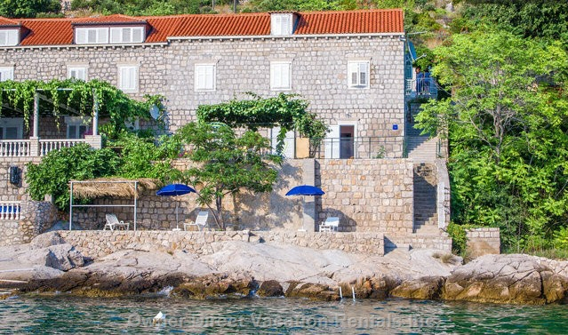 Apartment fronting rocky beach just 4km away from Dubrovnik Ferry Port going Elaphite Islands and Italy, ID#205399