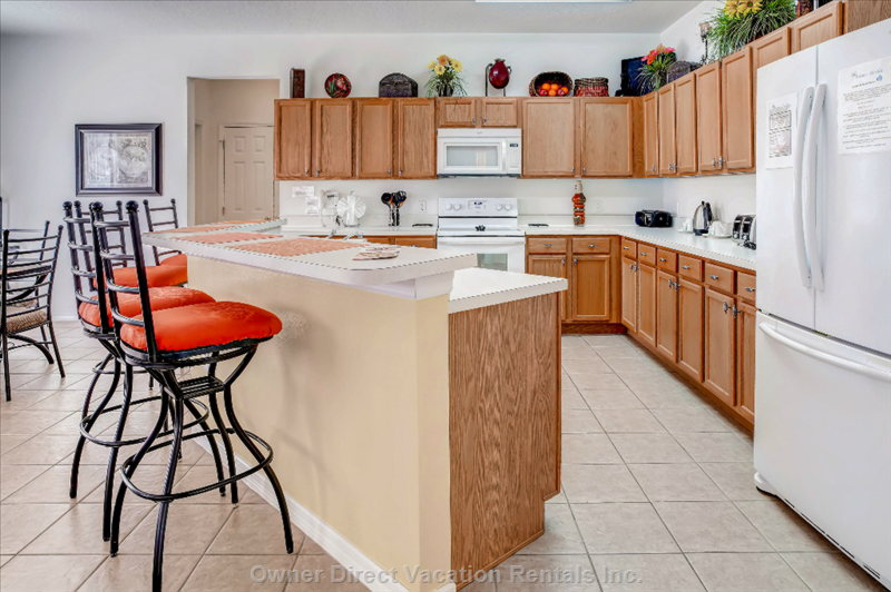Large Fully Equipped Kitchen with Breakfast Bar