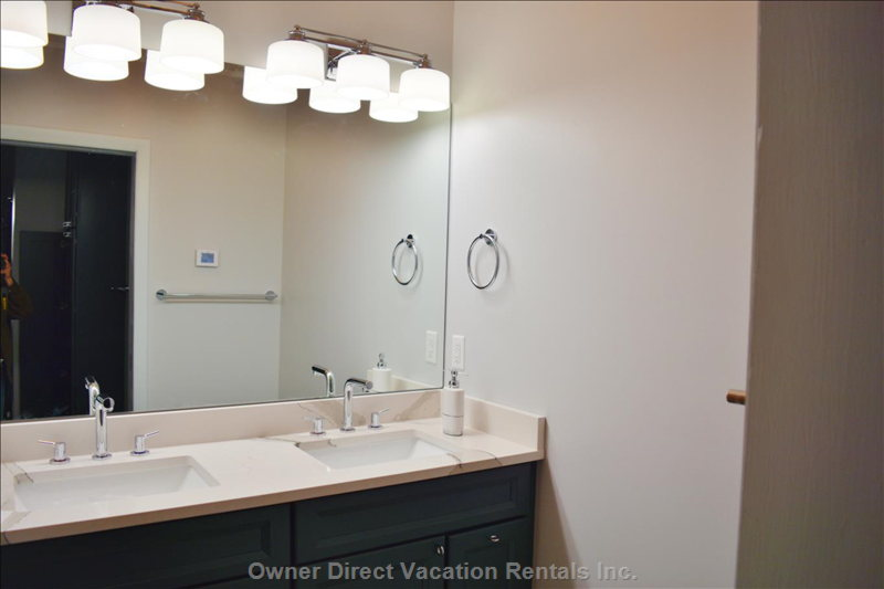 Second Ensuite Bathroom has Double Sink, Wc, Separate Shower.