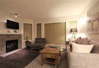 Tastefully Decorated 2-Bedroom Condo with Private Hot Tub
